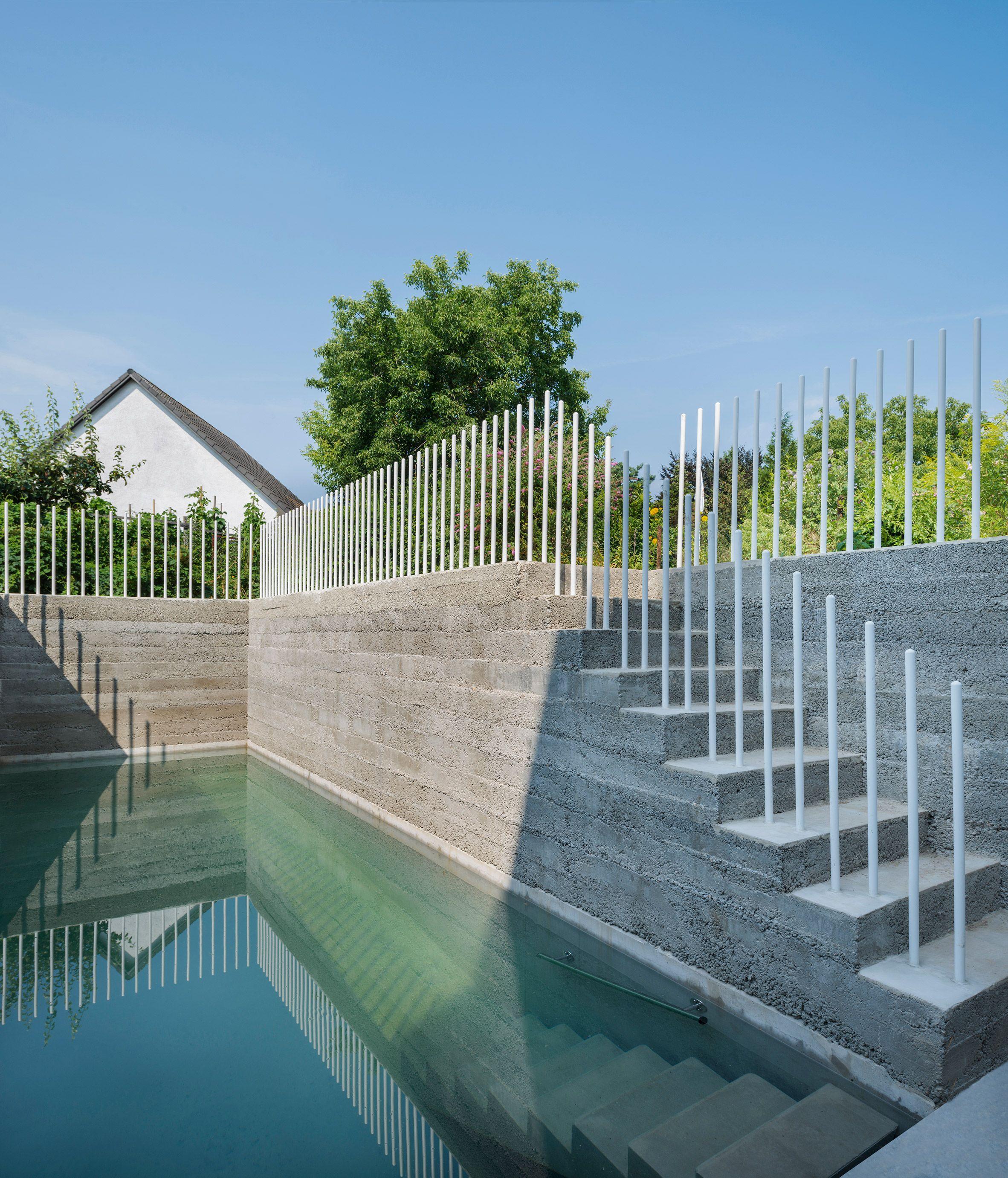Rundzwei Architekten Wraps Cork Screw House In Berlin In