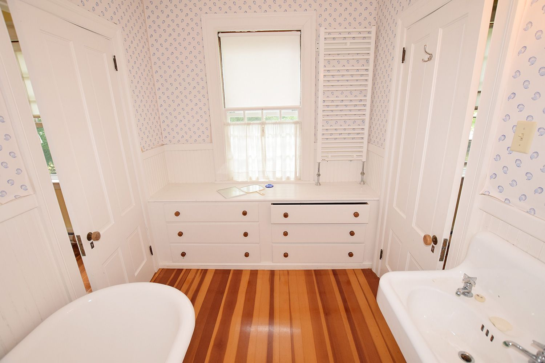 Best Cedar Shingle Mansion On Main Street Circa Old Houses 400 x 300