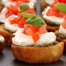 Bruschettas with Goats' Cheese, Basil and Tomato