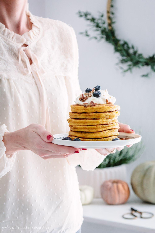 Das Rezept Fuer Extra Fluffige Pumpkin Pancakes Mit Sahne Ahornsirup Und Pekannuessen Rezepte Lebensmittel Essen Lebensmittelfotografie