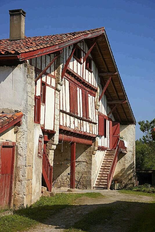 Urru a lapurdi euskal herria urrugne labourd pays basque casas raras pinterest pa s - Casas pais vasco ...