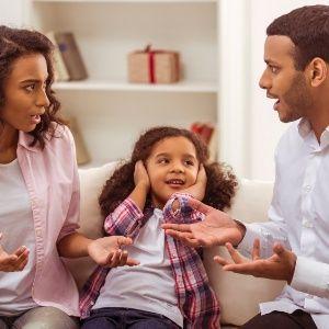 8 frases para nunca dizer em discussões na frente das crianças