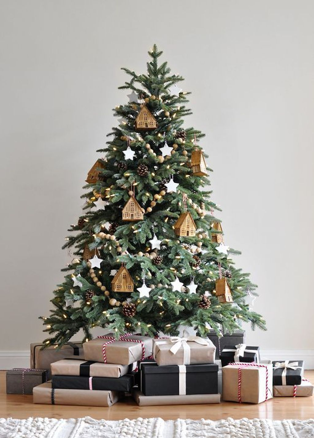 59 Simple Christmas Tree Decoration Ideas #ribbononchristmastreeideas