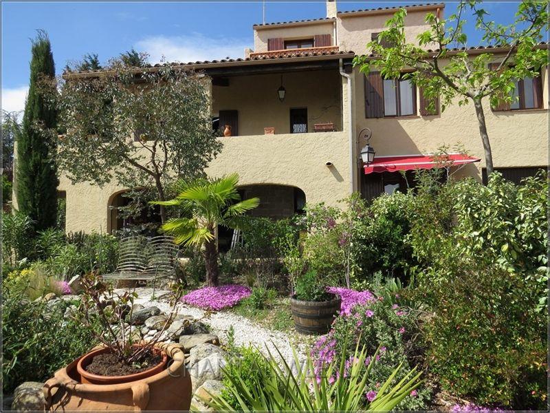 Jolie maison à vendre chez Capifrance à Chassiers en Ardèche !     Entièrement rénovée !   > 198 m², 7 pièces dont 4 chambres.     Plus d'infos > Chantal Wleklak, conseillère immobilière Capifrance.