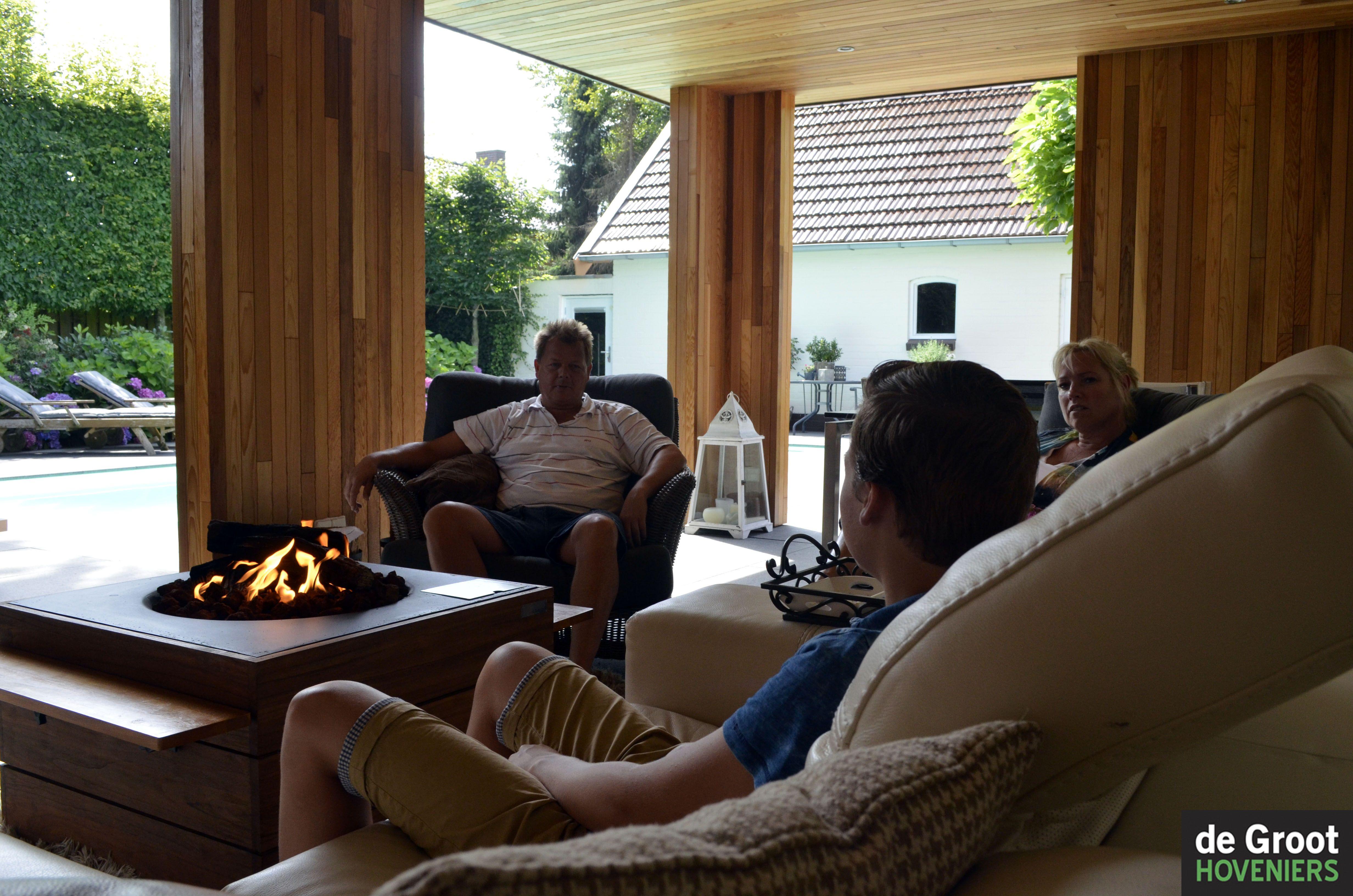 Lounge veranda vuur modern tuin overkapping veranda