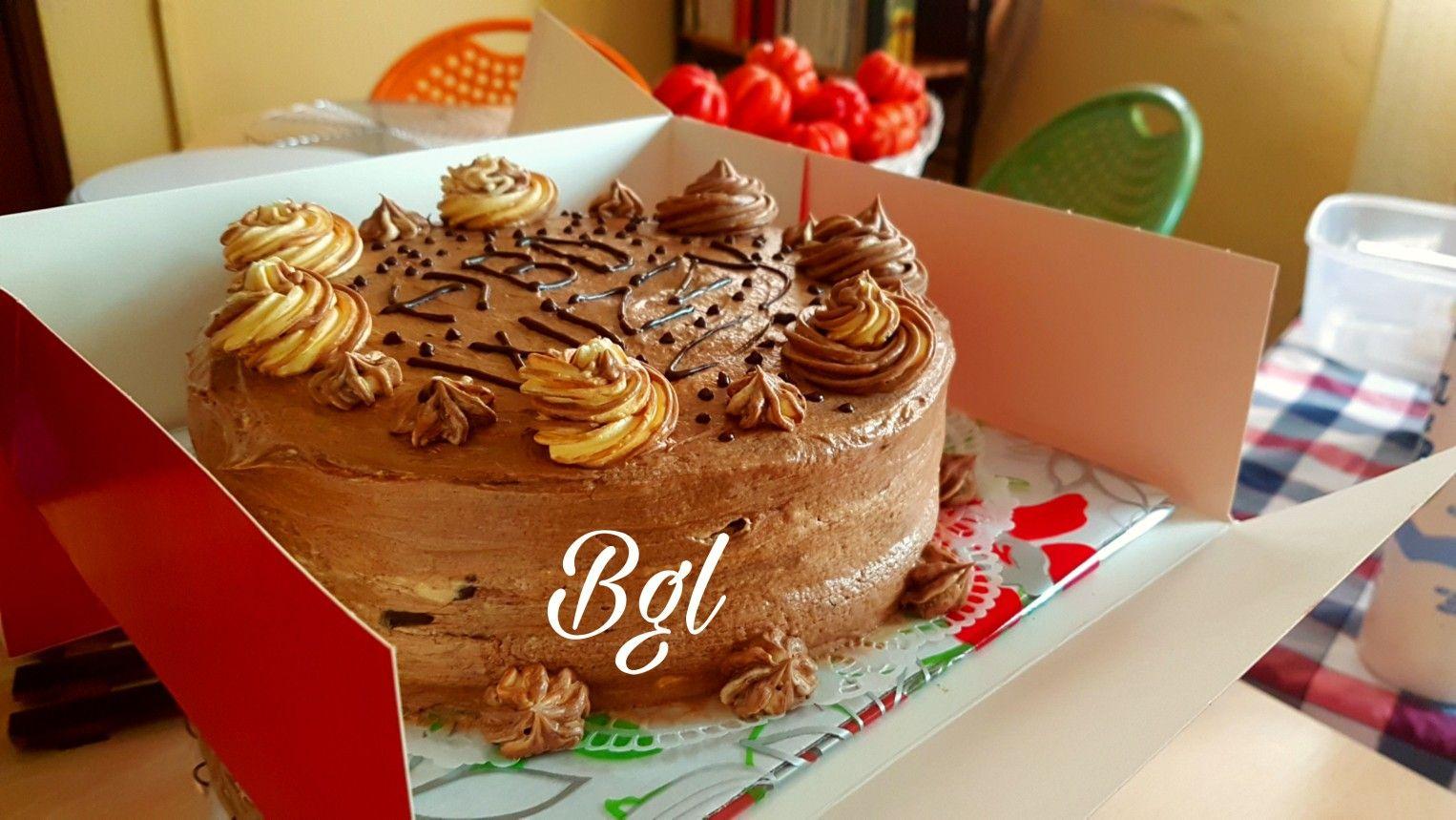 Buttercream Chocolate Cake Gateau Au Chocolat A La Creme Au Beurre Fait Maison Par Le Bistro Gourmand Lome Patisserie Familiale Togolais Food Desserts Cake