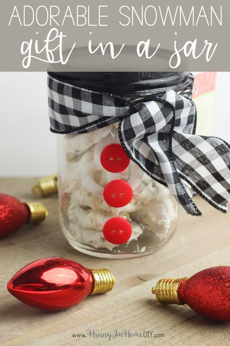 DIY Snowman Christmas Gift in a Mason Jar | Hunny I'm Home #teacherchristmasgiftideas