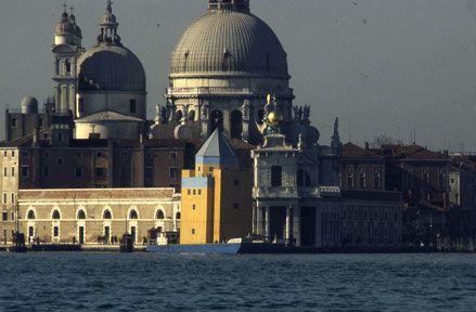 Il teatro del mondo edificio singolare omaggio a aldo for Casa moderna venezia