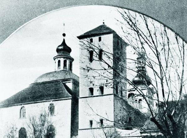 Kostel Nanebevzetí P. Marie a bývalá věž Kropáčka