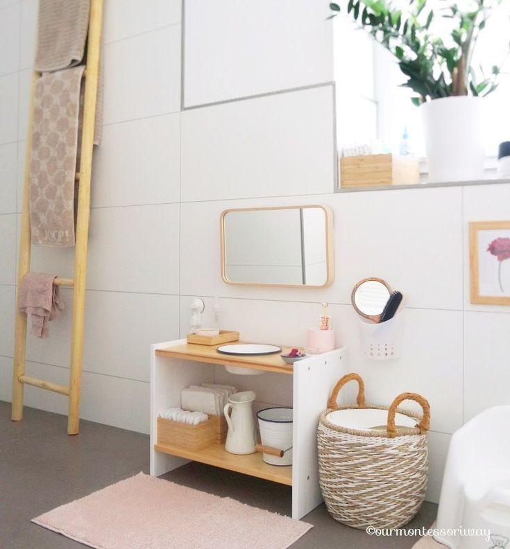 Cosimas Bereich im Badezimmer mit 18 Monaten (Teil 2): Toilette, Waschbecken und Bedezubehör ⋆ OURMONTESSORIWAY