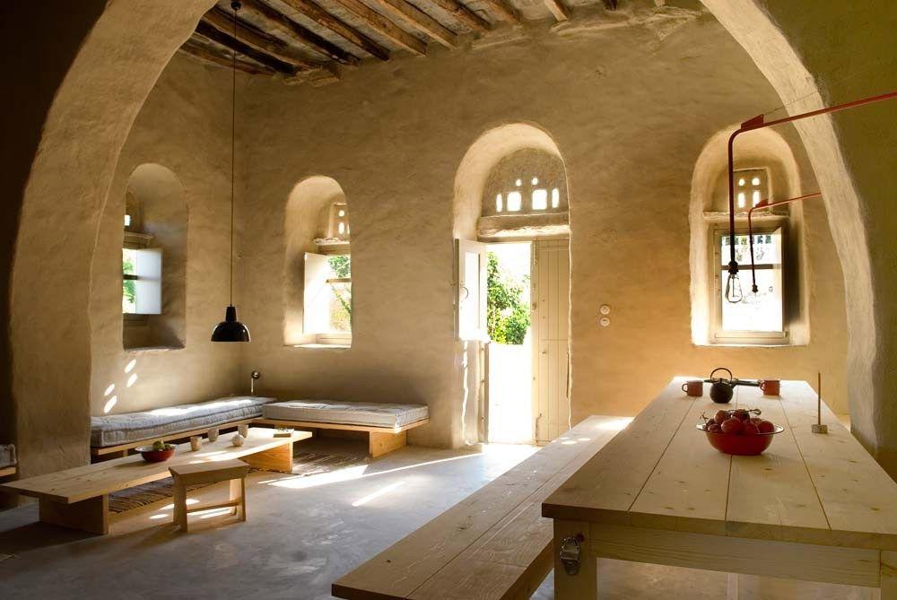 Una tradizionale casa di pietra ristrutturata a tinos for Casa moderna ristrutturata
