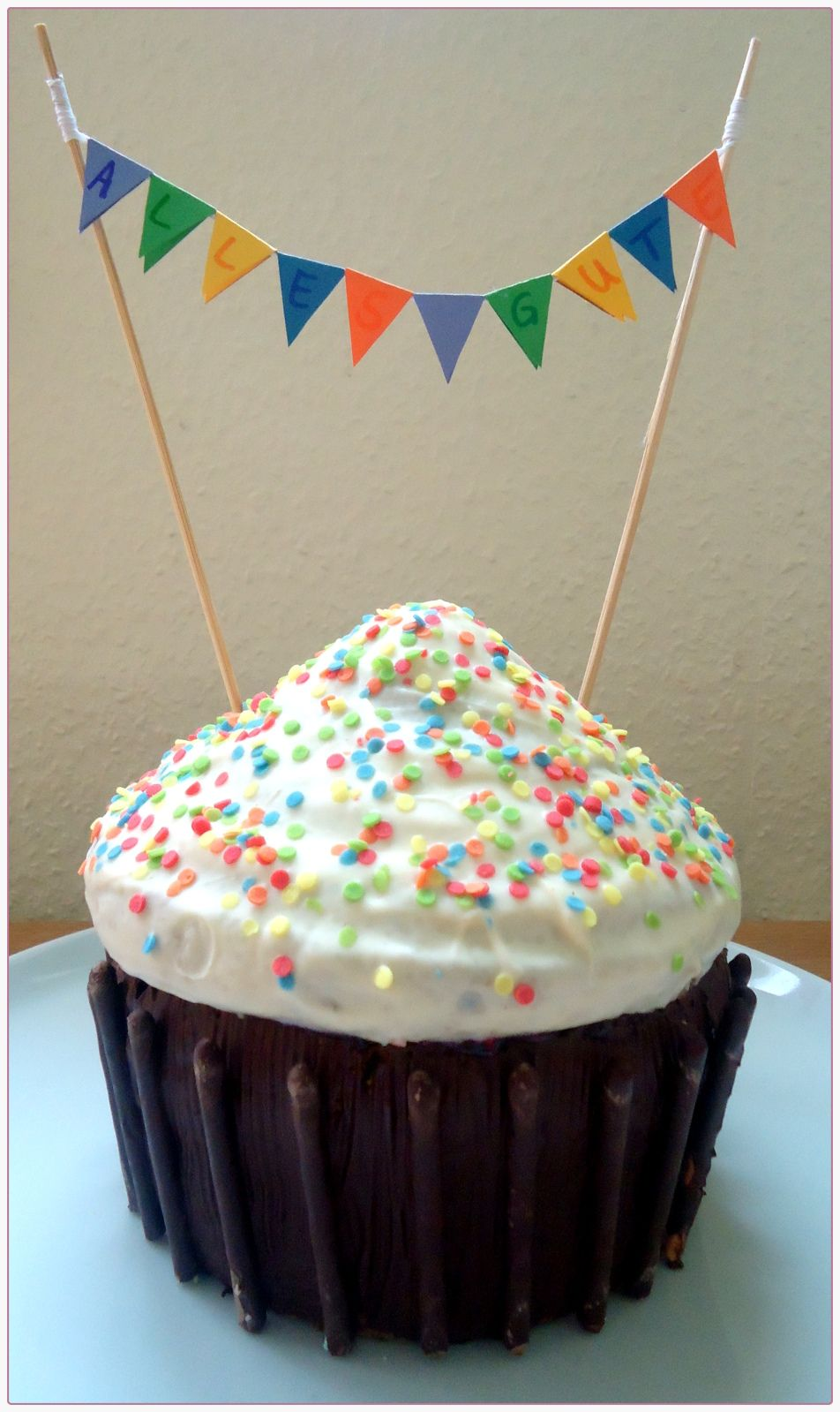 Kunterbunter Mega-Cupcake (von der Tassenkuchen - Bäckerei)