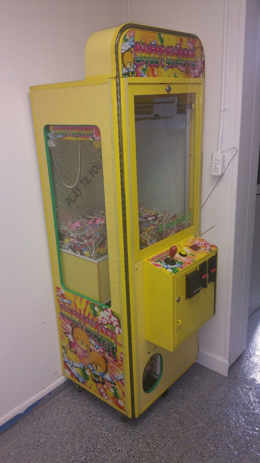 Sweet Shoppe Candy Crane Claw Machine Coin Op Free Play