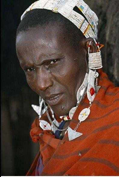 Africa |  Maasai woman. | ©Dos & Bertie Winkel