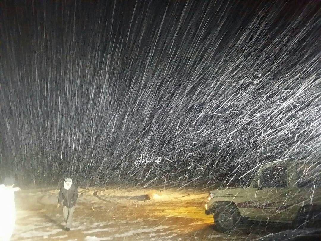 شبكة أجواء السعودية تساقط كثيف للثلوج قبل قليل على جبال الظهر علقان ــ تبوك تصوير فهد الطرفاوي رابطة أجواء الخلي Instagram Posts Instagram Photo