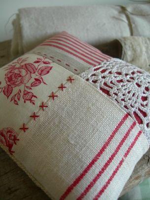 Red Patchwork Cushion | Crafts-2 | Pinterest | Kissen, Nähen und ...