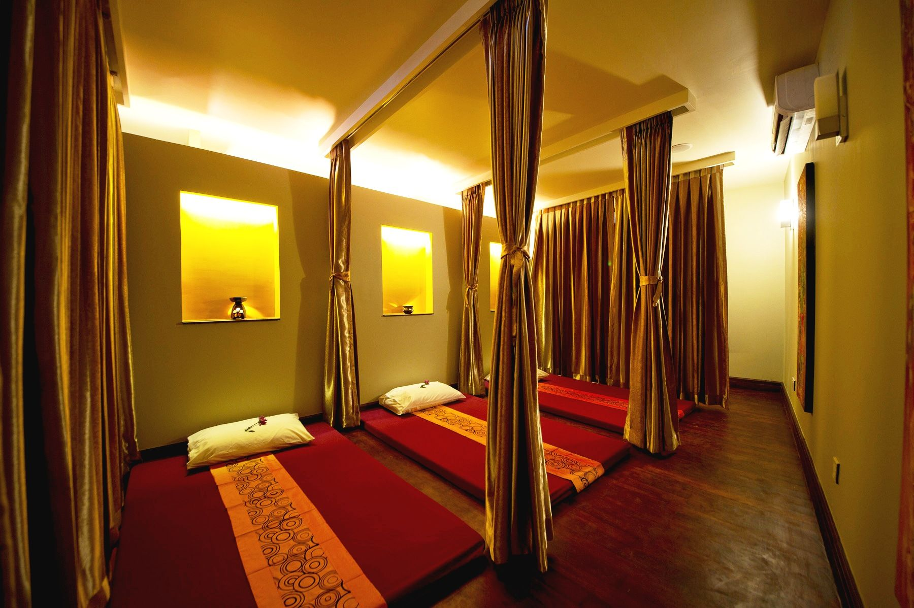 Salon De Massage Thai A Paris Thai Massage Room Yangon Spa Life Pinterest Room