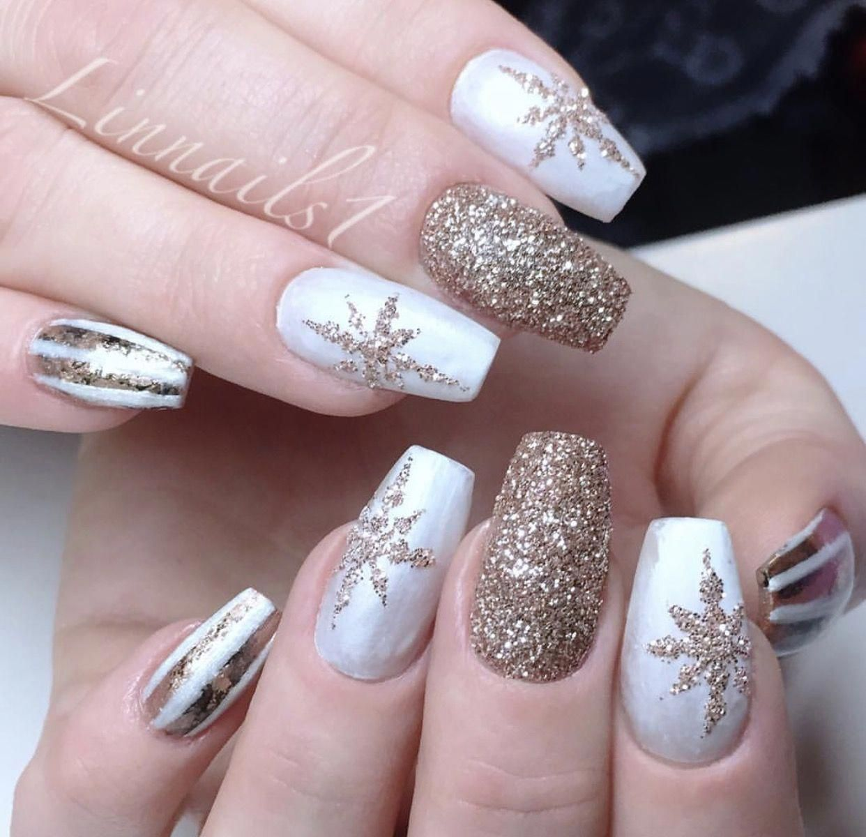 White And Gold Glitter Nail Art With Snowflake Glitter Design Nailart Design Goldglitter White Chri Gold Glitter Nails Christmas Nails Acrylic Xmas Nails