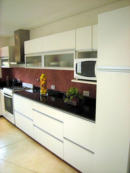Mueble de cocina realizado a medida en melamina blanco for Muebles seres