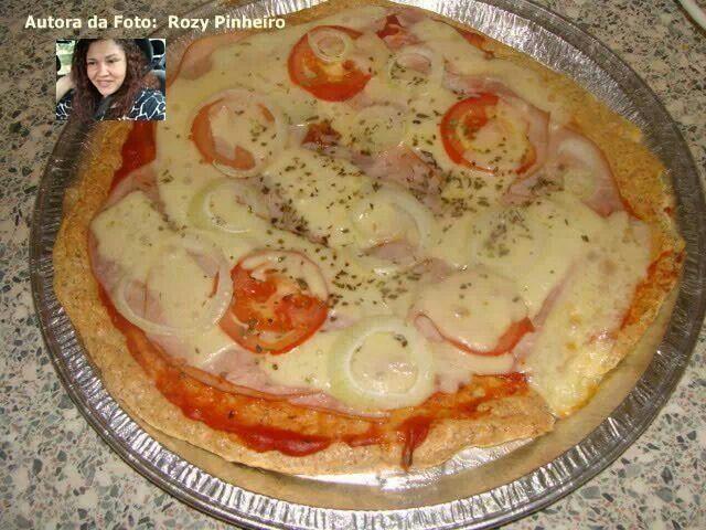 Pizza com farelo de trigo e claras em neve
