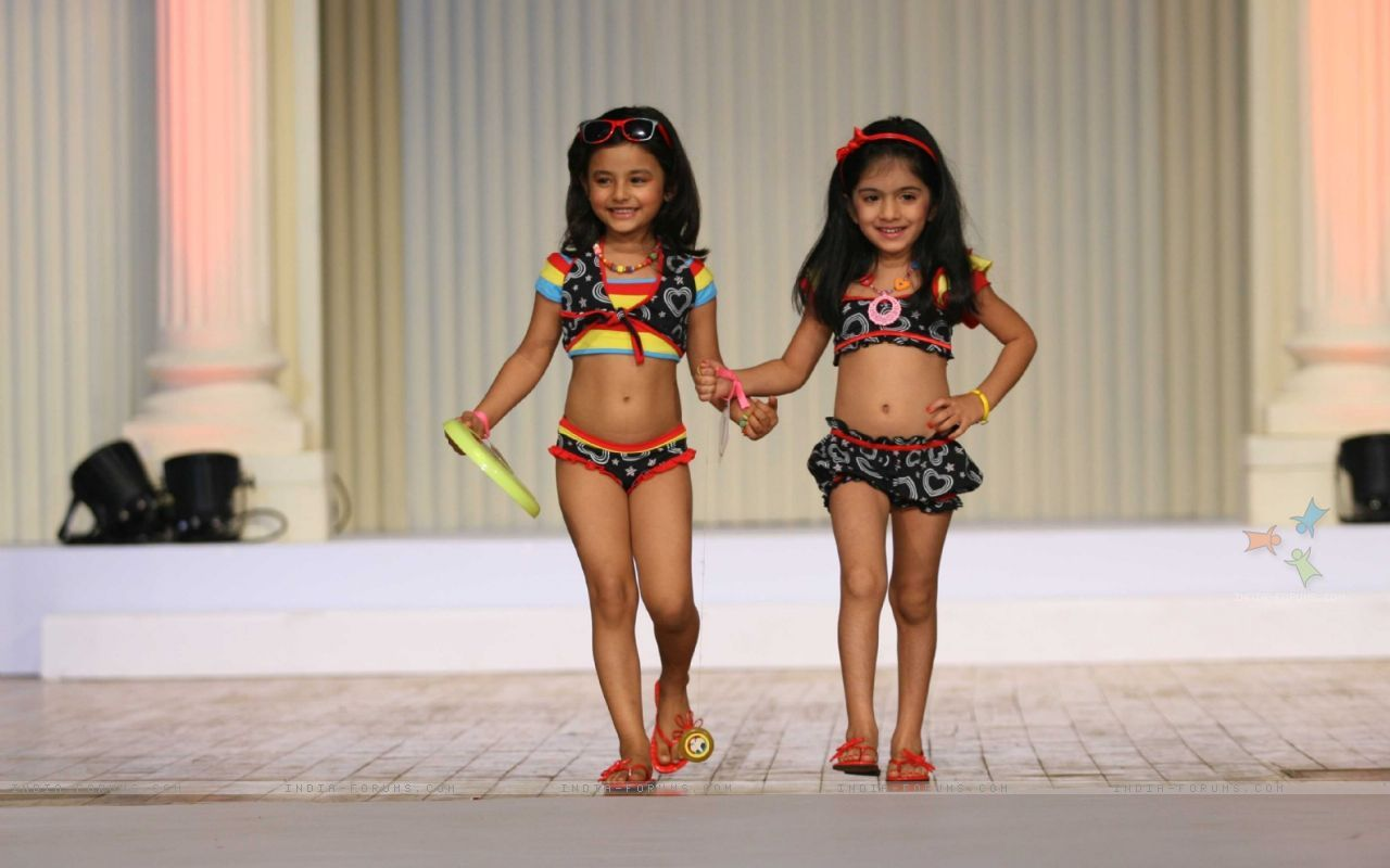Wallpapers Vogue Kids Walk The Ramp At Silhousettes