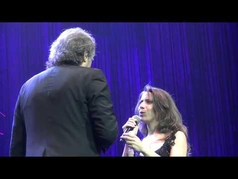 ES CAPRICHOSO EL AZAR con Elena Roger - Serrat 2015 - YouTube