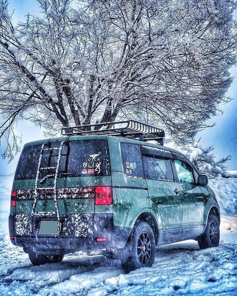 Camp Hack On Instagram 今年に新型が出ると話題になっている三菱 デリカ D 5 雪の中をガンガン走る姿はカッコいいですね サイドに小さいステッカー バックに大きいステッカーと貼り方に工夫が見られるのも参考になります 寒い場所でも安心して使えるのがア