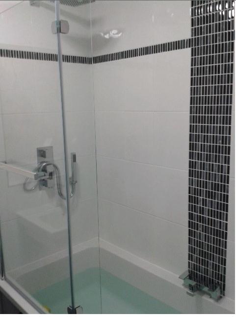 vertical stripe plus horizontal grey tileswhite tilesbath - Bathroom Tiles Vertical Or Horizontal