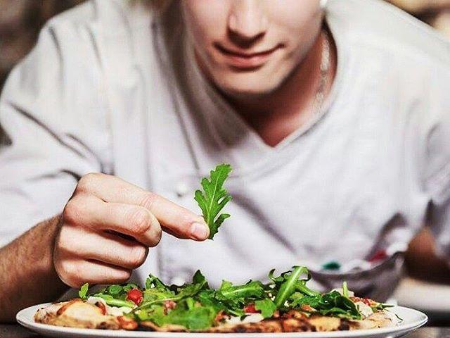 Kitchennnetwork percaya bahwa bekerja sebagai chef tidak hanya dibutuhkan kemampuan memasak yang baik dan product knowledge, namun juga dibutuhkan kreativitas dari para chef dalam memasak. . . #KitchenNetwork #ChefKnowledge #ChefCreativity #JobOpportunity