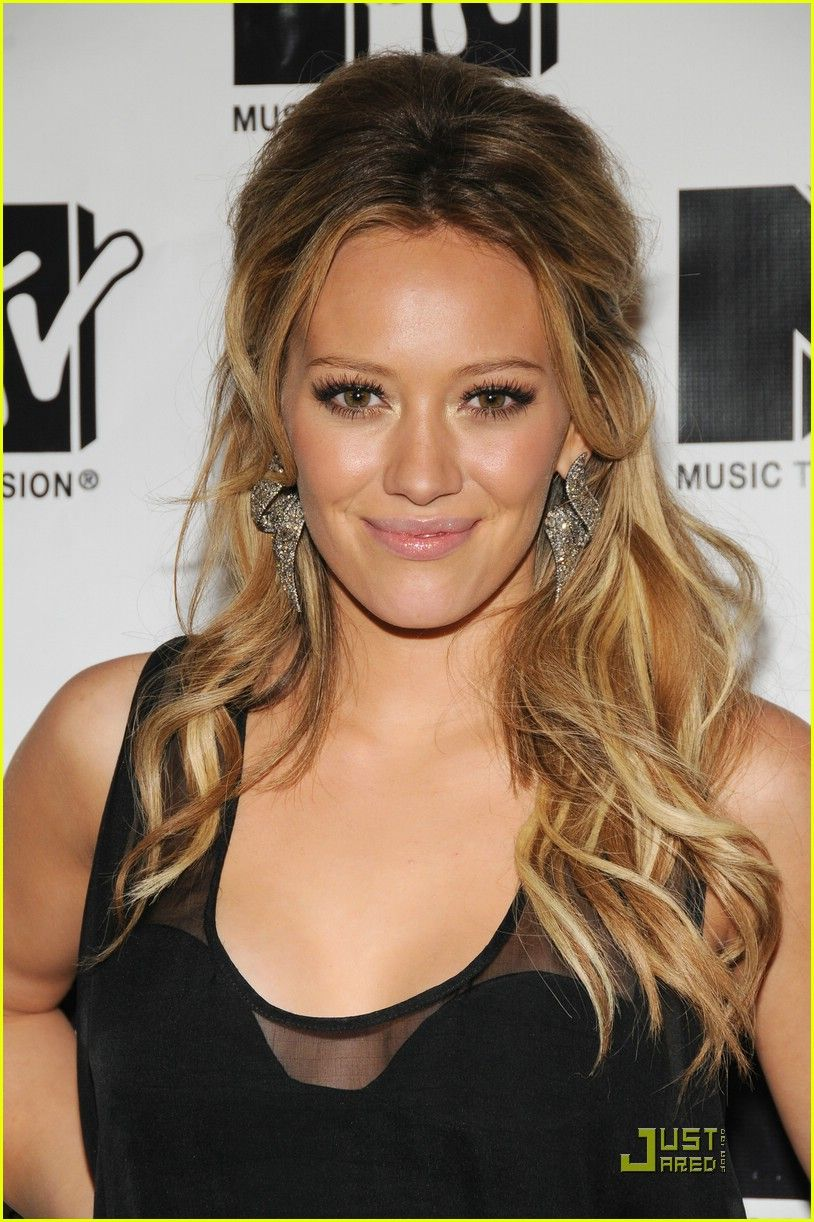 Hilary duff takes on total finale live peinados pinterest