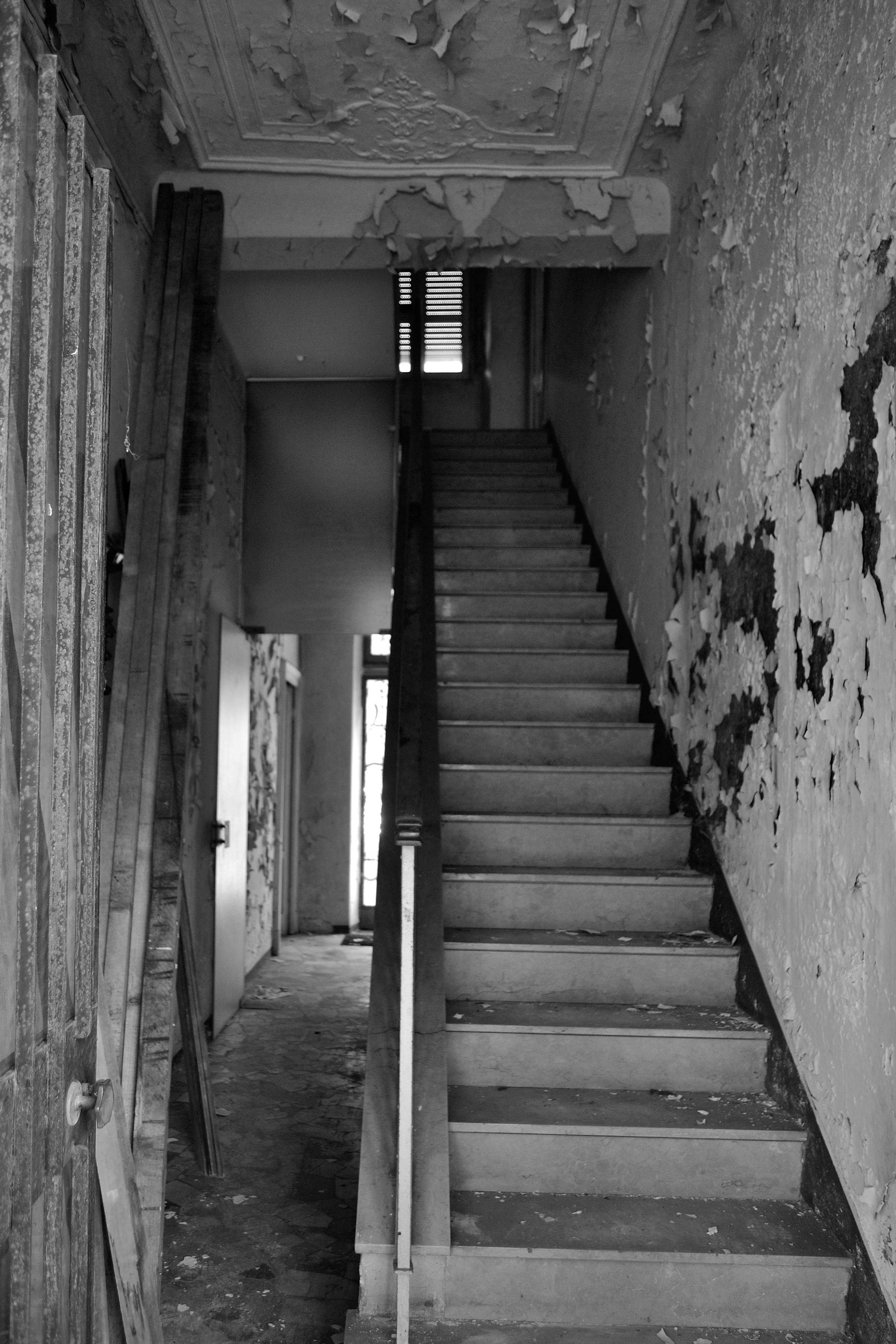 #stairs #staircase #propertyphotography #realestatephotography #abandoned