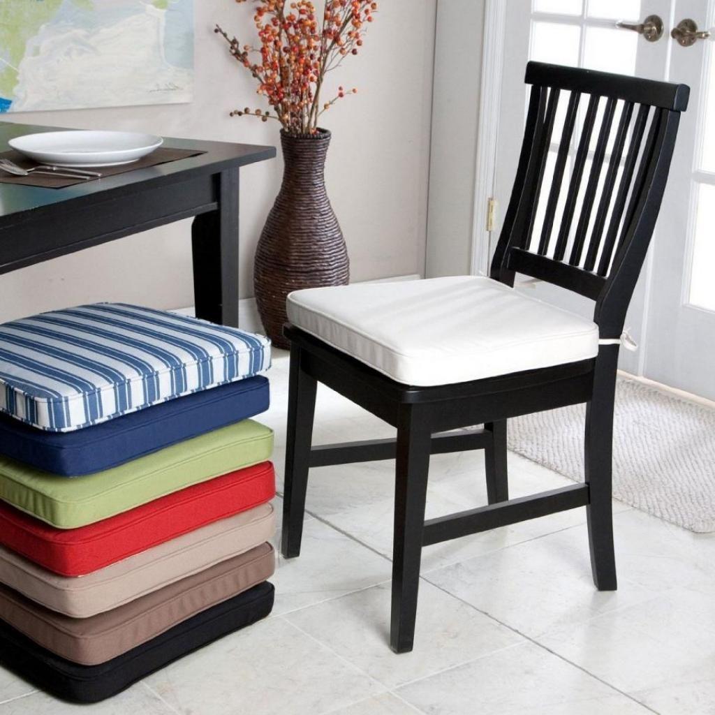 Holzstuhl Mit Kissen Stühle