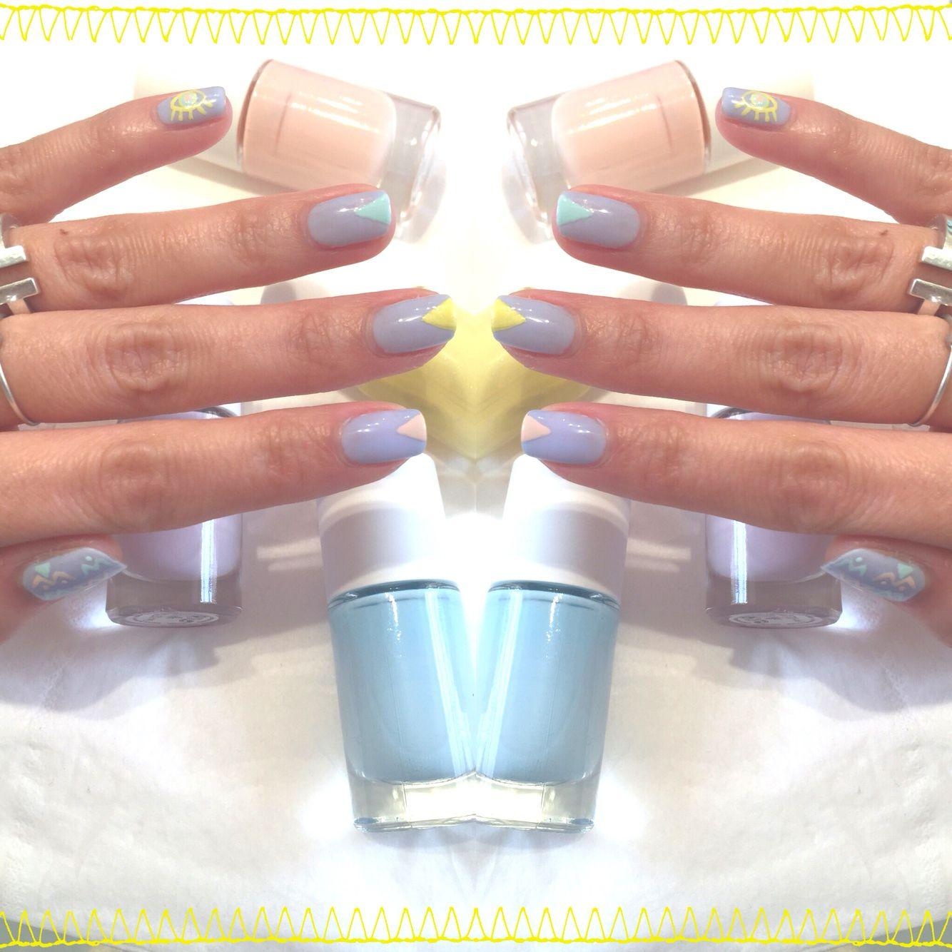 • K L I N  D ' O E I L •  Ce week-end rdv au @carreaudutemple pour des ongles aux couleurs acidulées w/ @glossupparis cc @alicesurlegateau  #nails #pastel #paris #carreaudutemple #DIY #npa #nailmatic #nailart  @cynthiaidkwib