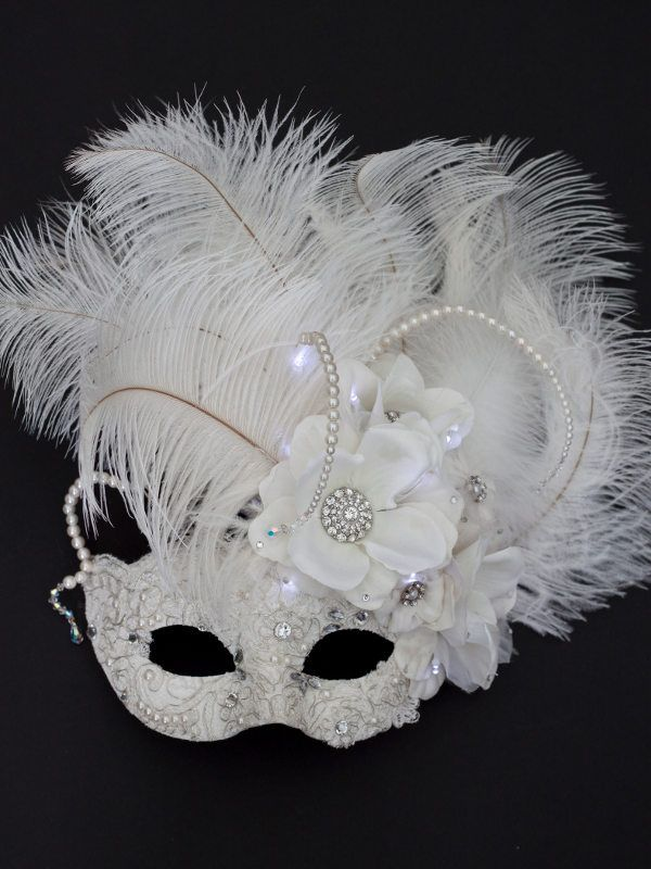 VENETIAN MASQUERADE HEN PARTY PRETTY WHITE EYE MASK WITH JEWELLED DIAMANTE NEW