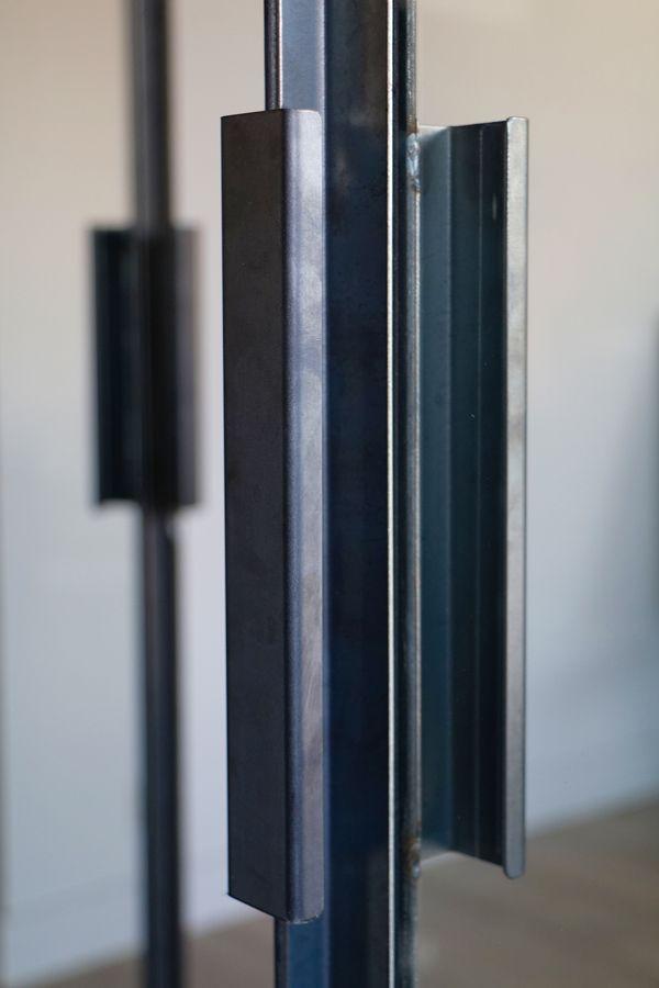 fen tre d 39 atelier avec double porte int gr e d tail du principe de poign e fen tres d. Black Bedroom Furniture Sets. Home Design Ideas
