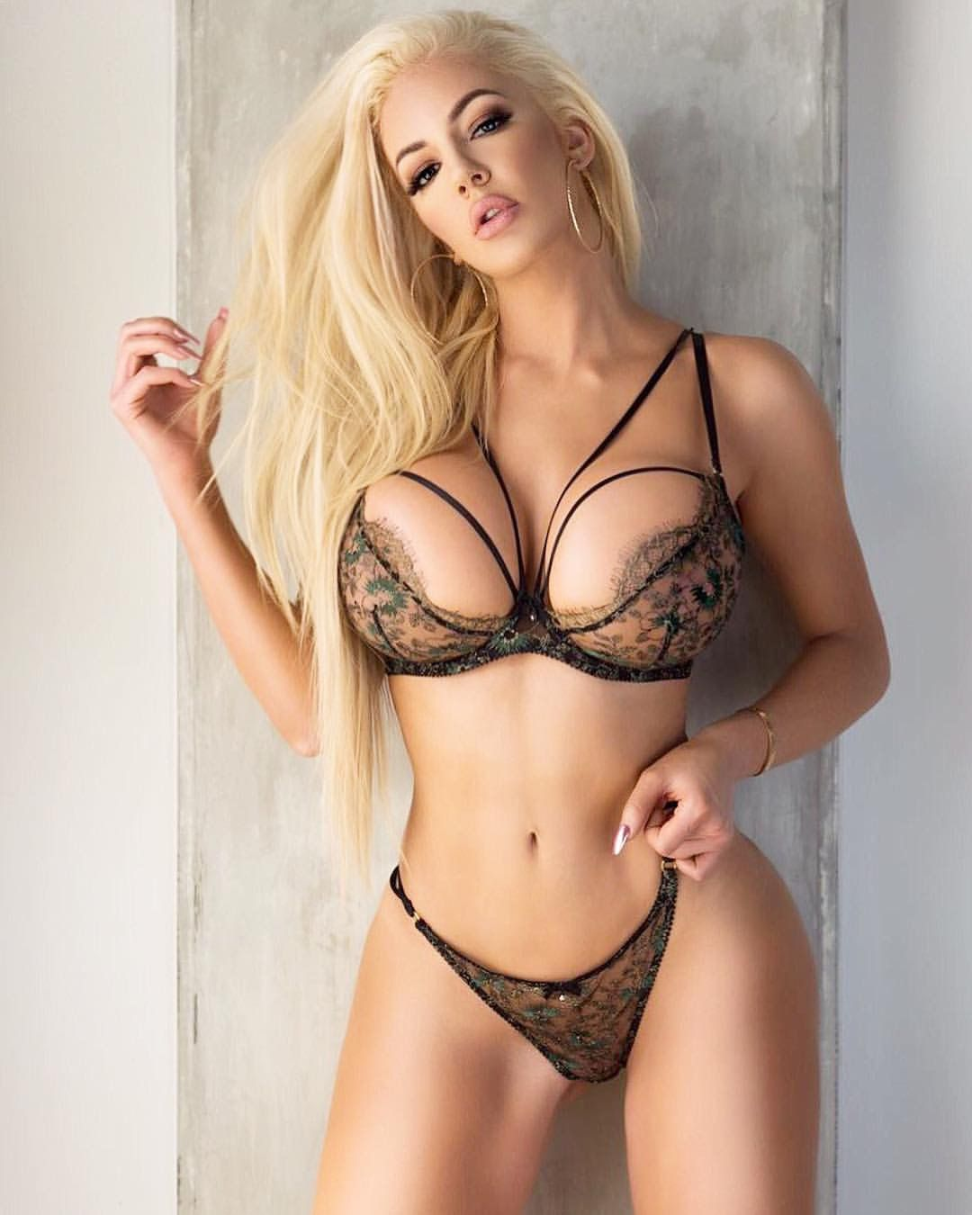 Blonde Boobs And Huge Tits Pics