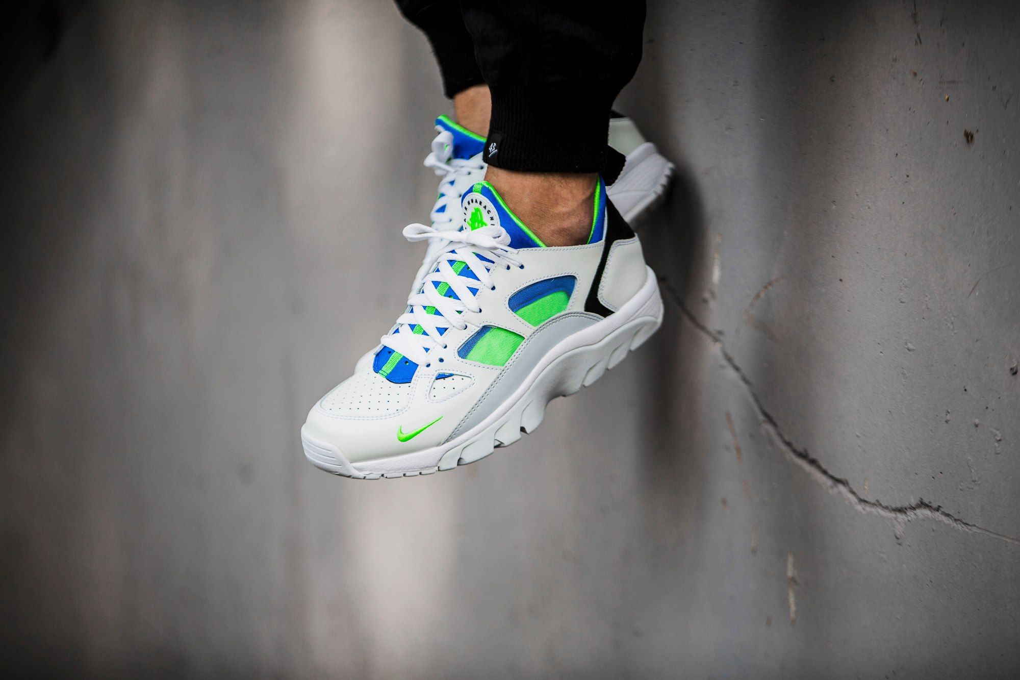 more photos 37bf1 f88c3 Nike Air Trainer Huarache Low  White Scream Green-Royal Blue