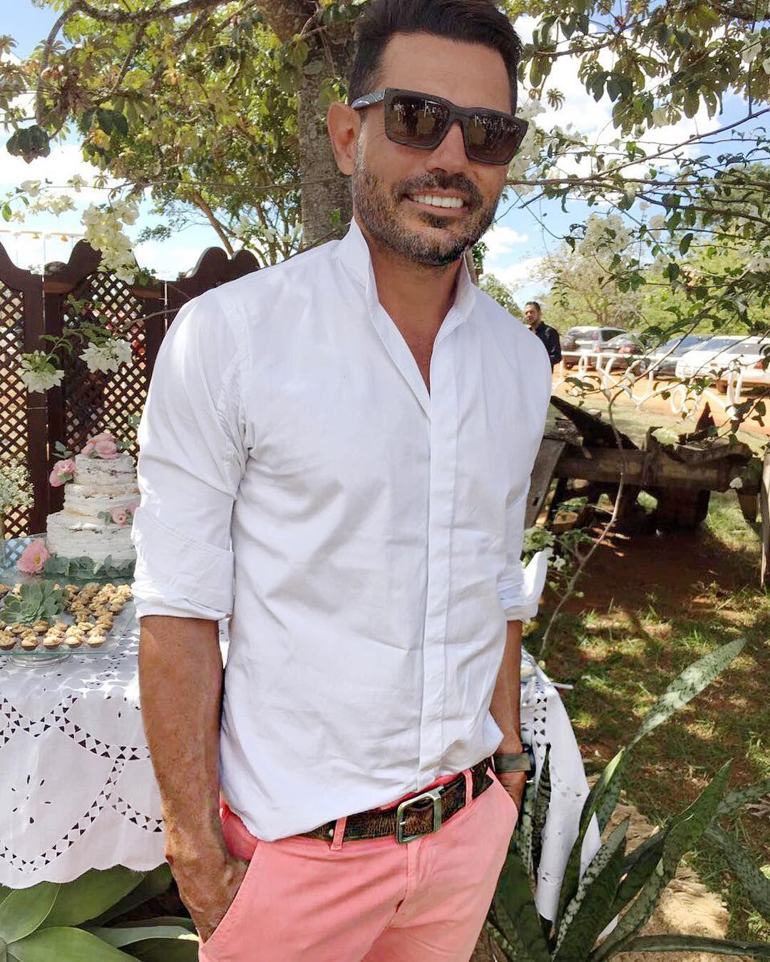 Um casamento cheio de amor despojado é bem humorado.#leonardocarvalhoalfaiataria #lcalfaiataria #modamasculina #ternos #ternoslim #alfaiataria #luxury #luxo #sobmedida #style #suit #suits #gravatas #casamentos #noivos #executivos #empresarios #formen #menstyle #menswear #mensfashion #consultordeimagem #lifestyle #roupasparahomens #fashionformen #personalstylist #welldressedman #leonardocarvalho  #minhacapital by lc_alfaiataria