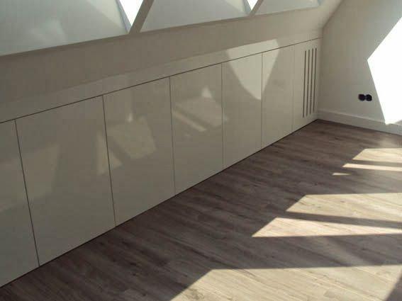 Binnenkant onder het schuine dak zolder pinterest lofts attic and loft room - Kantoor onder het dak ...