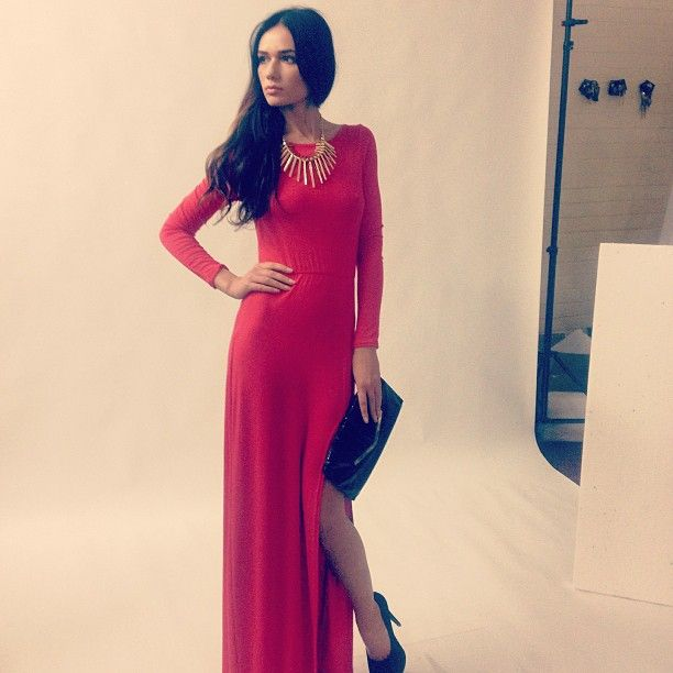 Fab red maxi dress with side slit! Also available in lots of other colours. THE ultimate glamour dress <3