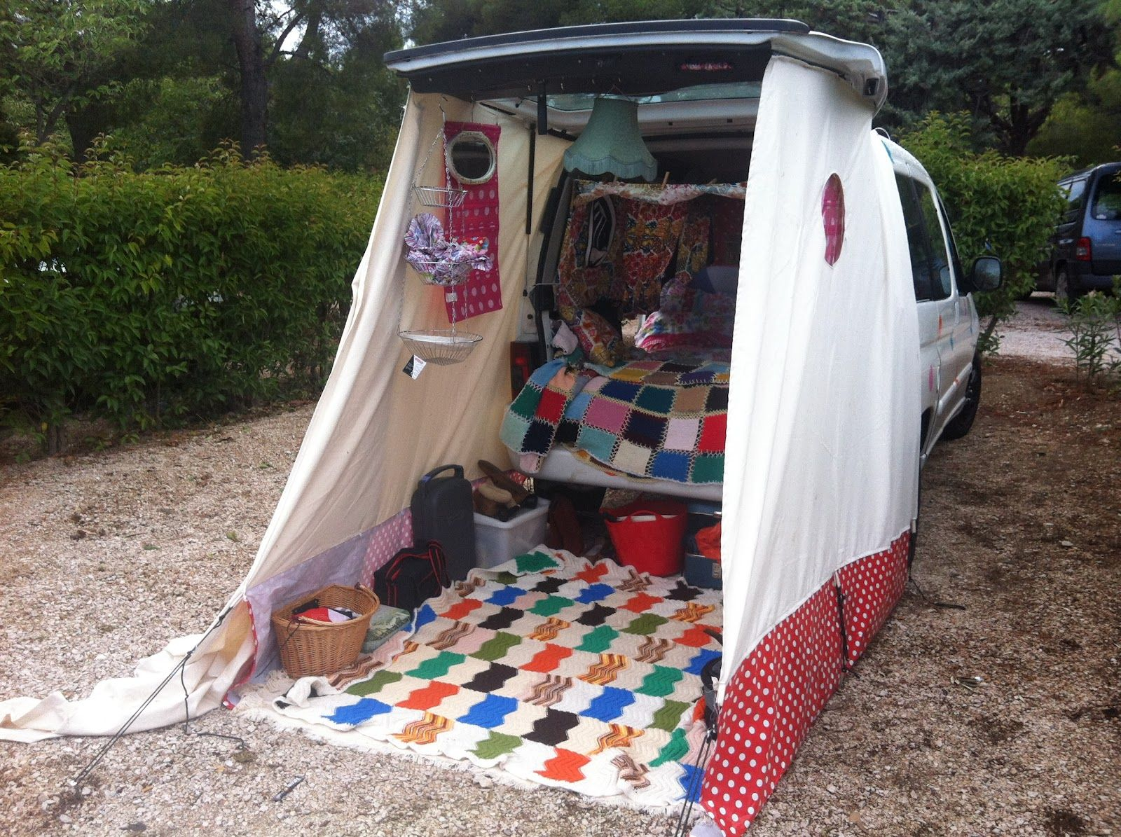 Kelly Jago BERLINGOCAMP Suv camping, Camp dusche