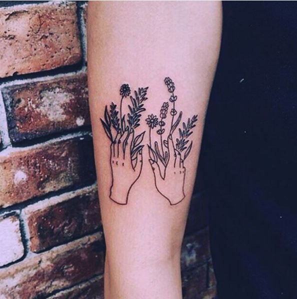 These hands with flower powers. | 31 Insanely Gorgeous Floral Tattoos