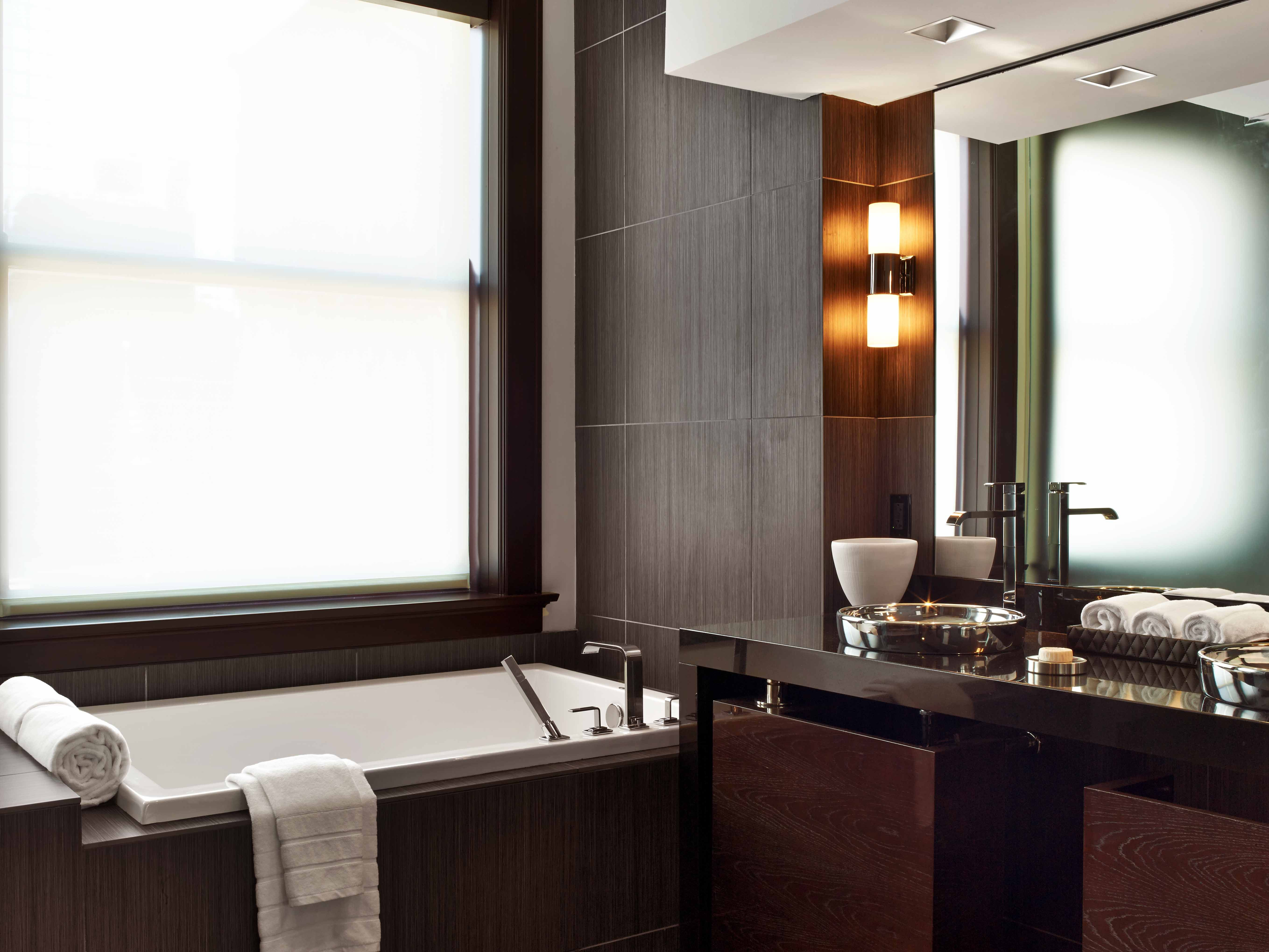 Deluxe Suite Bathroom At The Joule The Joule In 2019