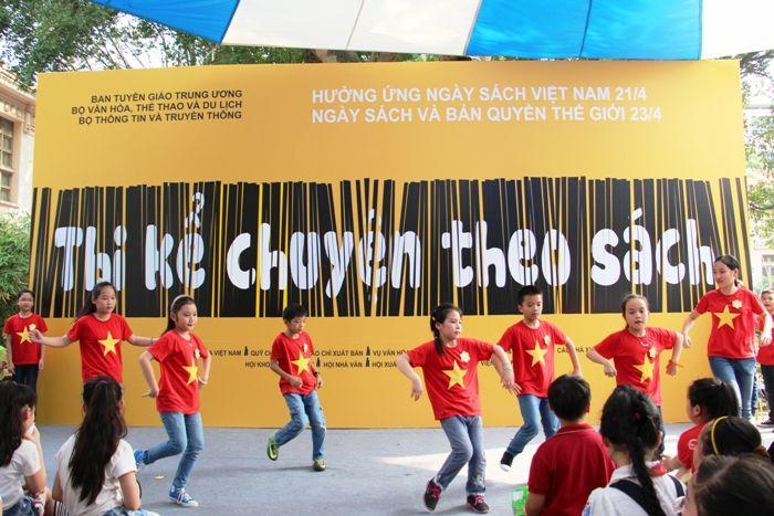Mặc áo cờ đỏ sao vàng nhảy hiện đại - Hình 1