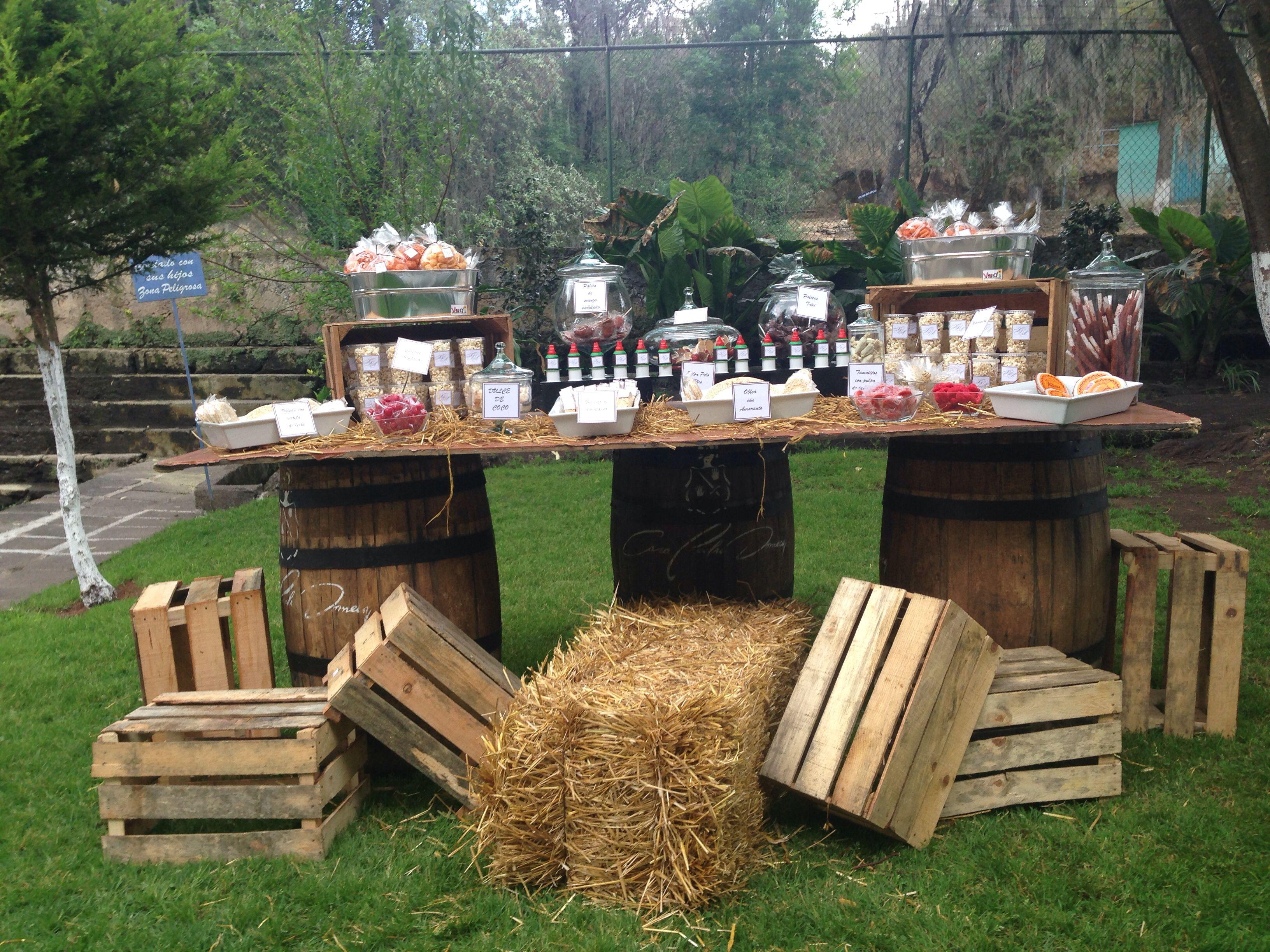Mesa de dulces vintage wedding planner weddingp anner for Fotos de bares de madera