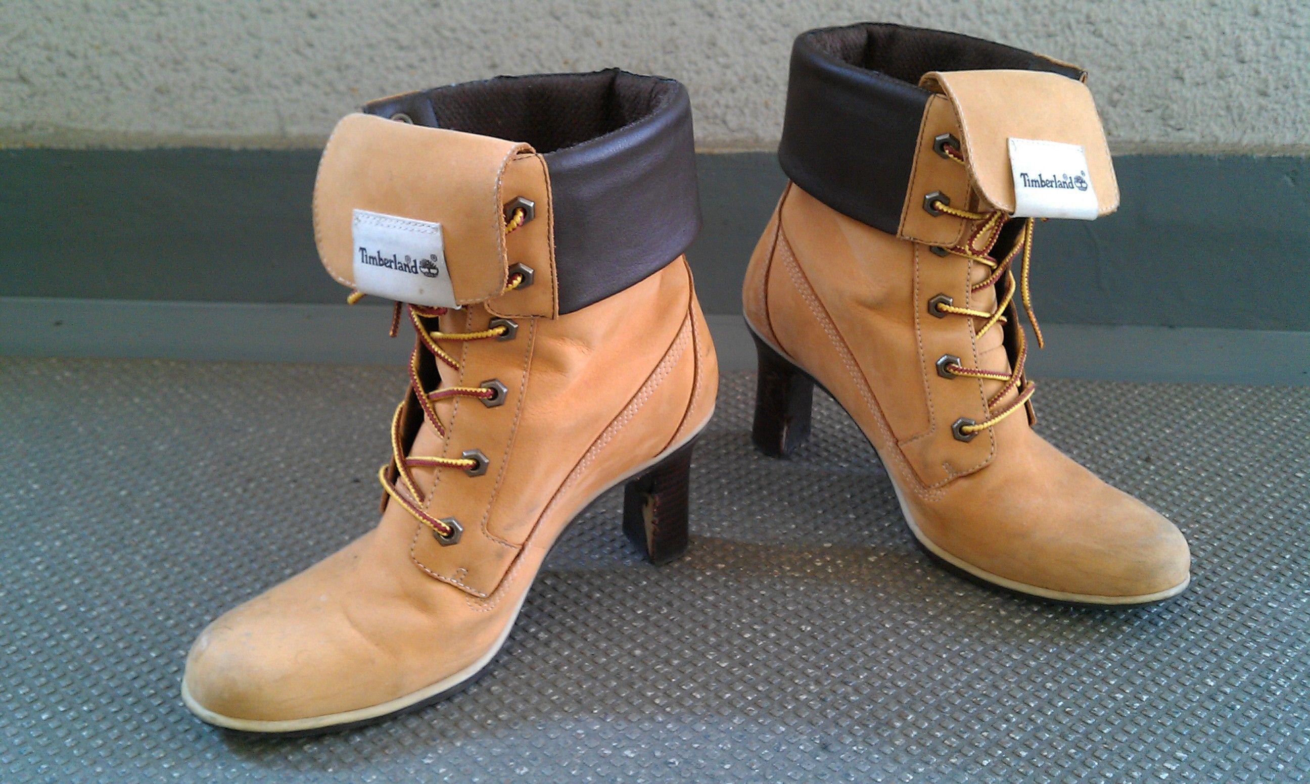 【済】Timberlandのブーツ。今はたぶん売ってないヒール付き。6・1/2、Mサイズです。ヒールの内側がはげてます。