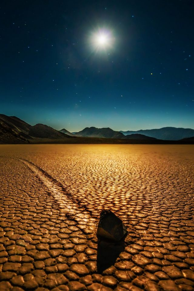 Desert Night Landscape Iphone 4s Wallpaper Iphone Wallpaper Landscape Night Landscape Beautiful Wallpaper Hd