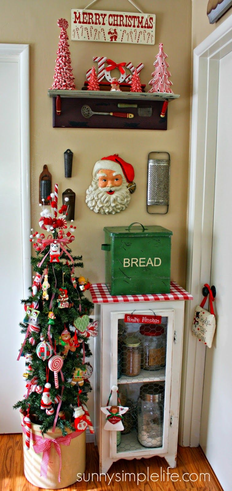 Christmas Kitchen Decoration: Vintage Kitchen Christmas Tree, Neat How A Small Corner