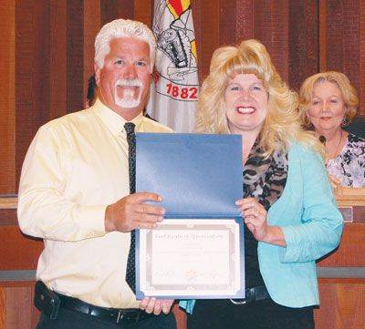 Doug Mcmurdo Miner City Of Kingman Human Resources And Rick Management Director Jackie Walker Was Recognized Certificate Of Appreciation Mohave County Kingman