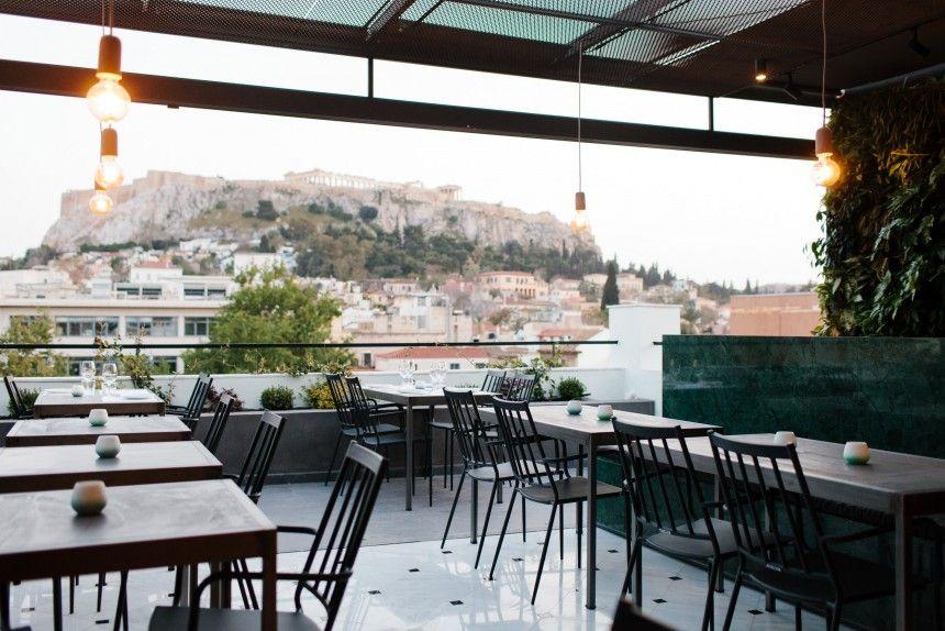 S Ayth Thn Taratsa Poy Molis Anoi3e Sto Kentro Ths A8hnas 8a Peraseis Oloklhro To Kalokairi Soy With Images Places In Greece Patio Umbrella Patio